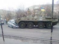 На Рівненщині БТР розчавив автівку: подробиці ДТП (фото)