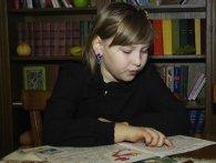 «Казки на шафі»: 8-річна з Рівненщини написала книжку у 8 років (відео)