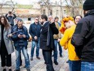 Мустафу Найєма в Одесі облили лайном та закидали фалоімітаторами