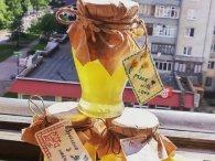 Лучанка готує мед із кульбаб (фото)