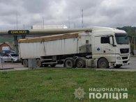 Мандрівне сміття: упіймали вантажівку з львівським сміттям у сусідній області