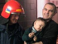На Рівненщині рятувальники визволяли дворічну дитину із замкнутої квартири
