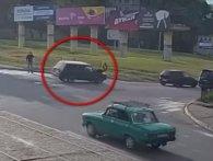 Священик на швидкості збив жінку на переході (відео +18)