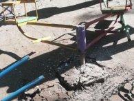 У Рівному п'яний за кермом зламав карусель (фото)