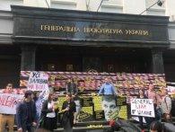 Сльозогінний газ і арешти: як в Києві проходила акція протесту під стінами МВС