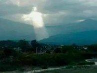 Знамення: В Італії та Аргентині одночасно узріли в небесах Христа (фото)