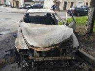 Підпал чи проводка: у Рівному вночі згорів автомобіль