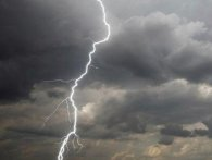 Негода в Україні: знеструмлено 146 населених пунктів і затоплено понад три тисячі дворів