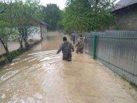 На Прикарпатті через зливи евакуювали півсотні людей