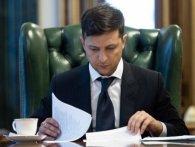 Зеленському подарували книжку «Політика для чайників»