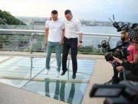 Скляний «міст Кличка» у Києві тріснув наступного дня після відкриття (фото)