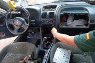 Нелегал намагався перетнути кордон у бардачку авто (фото)