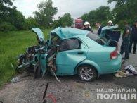 Вантажівка розчавила Chevrolet: є жертви (фото)