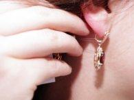 У Луцьку шахрайка знімала сережки з жінок – засудили до трьох років