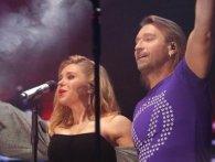 На концерті в Луцьку Олег Винник познайомив фанатів зі своєю дружиною