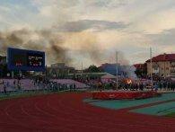 Матч «Волинь» – «Карпати» в Луцьку: запалене вогнище і напад на суддю (фото, відео)