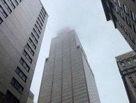 В центрі Нью-Йорка вертоліт врізався в хмарочос  (відео)