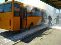 На Дніпропетровщині  маршрутка з людьми загорілася на ходу