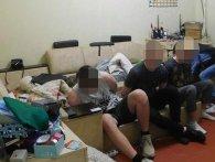 Донька вигнала матір із квартири, щоб організувати наркопритон (фото)