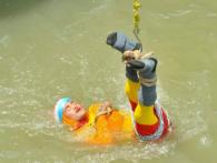 «Індійський Гудіні» втонув у Гангу під час трюку (фото)