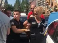 Мажорне подружжя, яке перешкоджало поліції, заплакало в кайданках (відео)