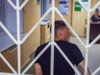 У Дніпрі чоловік з тесаком намагався звільнити «дружбана з поліції» (відео)