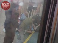 В Києві кривава «НП» у метро: потяг зачепив хлопця (фото)