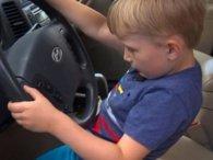 Заради цукерок 4-річний малюк угнав дідову машину