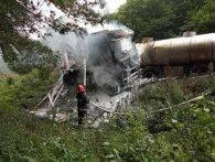 Масштабна ДТП: на Рівненщині після зіткнення згоріли цистерна і фура (фото)