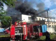 Масштабна пожежа у Львові: із вогнем боролися більше сотні рятувальників (відео)