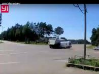 У Маневичах зіткнулися «швидка» та вантажівка (відео)
