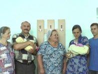 В пологовому на Житомирщині з різницею в годину народили невістка зі свекрухою (відео)