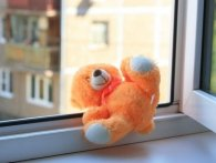 На Львівщині трирічна дитина випала з четвертого поверху