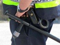 Поліцейське свавілля у Вінниці: «коп» бив чоловіка кийком і змусив присідати (відео)