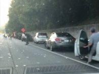 Інкасатори застелили доларами автостраду (фото)