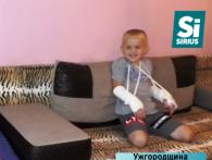 На Закарпатті у садку малюк зламав обидві руки, поки вихователі слухали агітацію політика (відео)