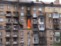 В Києві «підвищено складна» пожежа: людей евакуюють із багатоповерхівки (відео)
