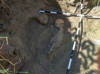 В Україні виявили масове поховання жінок і дітей, яких вбивали сокирами