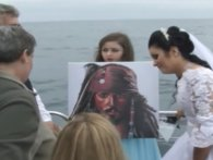 Британка, «заміжня» за привидом пірата, на «розлучення» позвала екзорциста