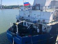 Моряків з російського танкера, затриманого СБУ, відпустили «на всі чотири»
