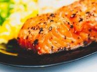 Неймовірно смачно: філе сьомги на овочевій подушці (рецепт)