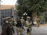 Штурм резиденції експрезидента Киргизстану: є загиблий і поранені (відео)