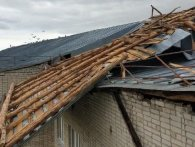 Вітер зірвав дах із пансіонату для людей похилого віку