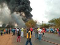 У Танзанії кілька десятків людей згоріли заживо, збираючи бензин на місці ДТП