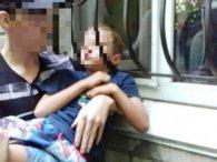 На Дніпропетровщині  хлопчик застряг у віконній  решітці (відео)