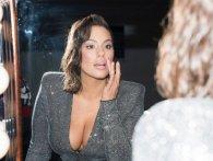«Пишна» модель Ешлі Грем похвалилась вагітним животиком (фото)