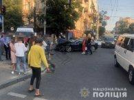 Криваве місиво у центрі Києва: після ДТП позашляховик влетів у юрбу людей (фото)