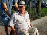 Судді допомогли чоловіку, який випав з інвалідного візка в центрі Луцька (фото)