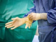 Хірург згвалтував понад 200 дітей, поки вони були під наркозом