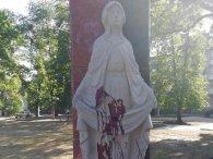 На Житомирщині пам'ятник воїнам АТО облили фарбою: вандалів вже знайшли